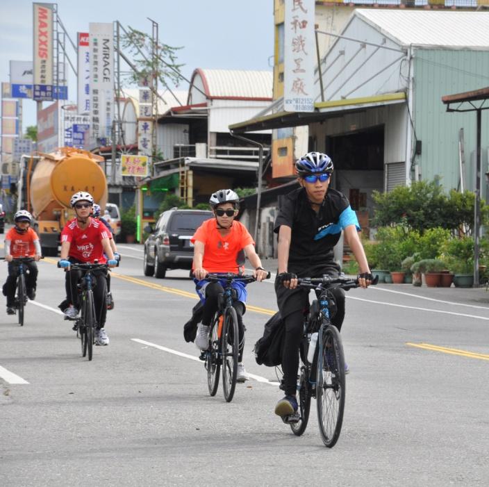 龍門國中「夢遊中二隊」8位國二生從花蓮一路騎自行車到臺東,鍛鍊自己的身心與意志力