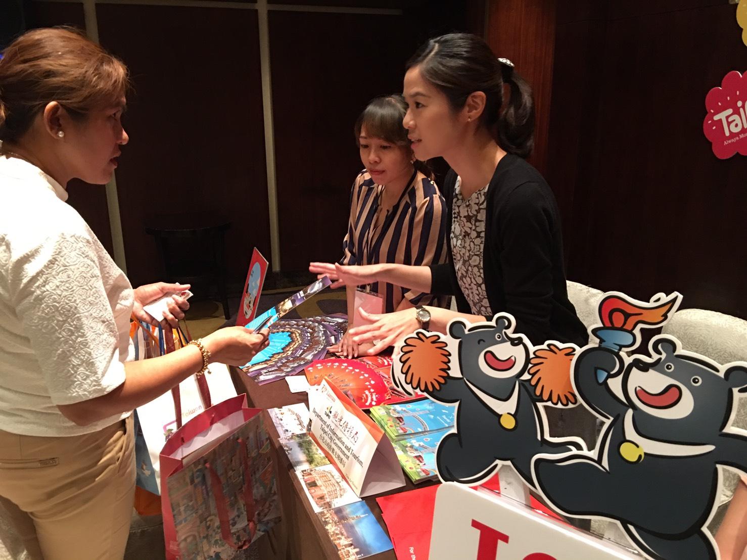 臺北市觀光傳播局首度前進菲律賓參加觀光推廣會,介紹臺北的觀光資源。