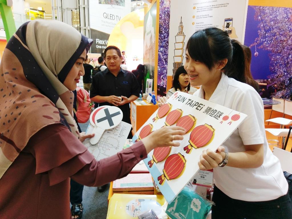 印尼民眾熱情參與臺北展攤活動,猜燈謎遊戲嗨翻展場!