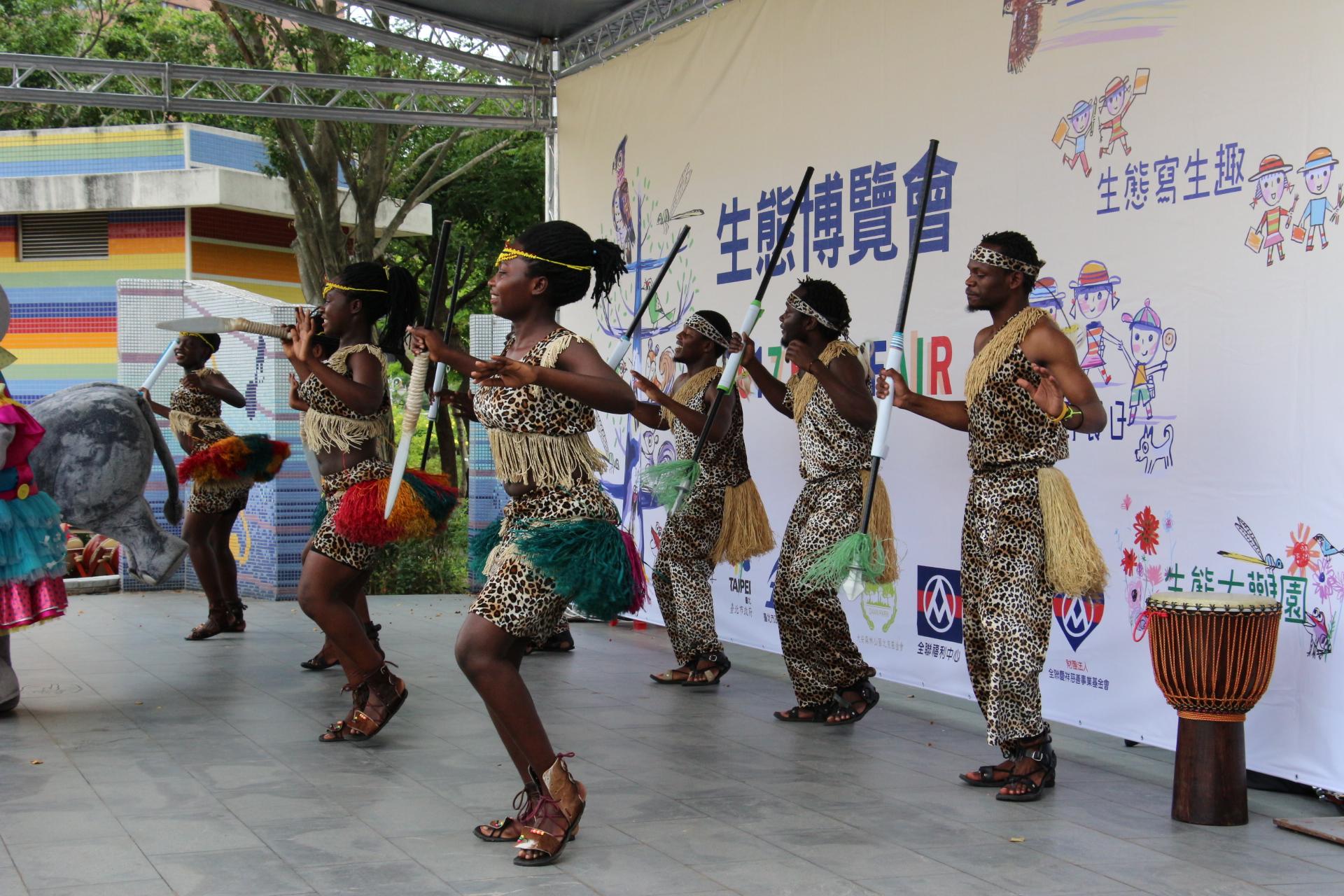 南非舞者熱情舞動