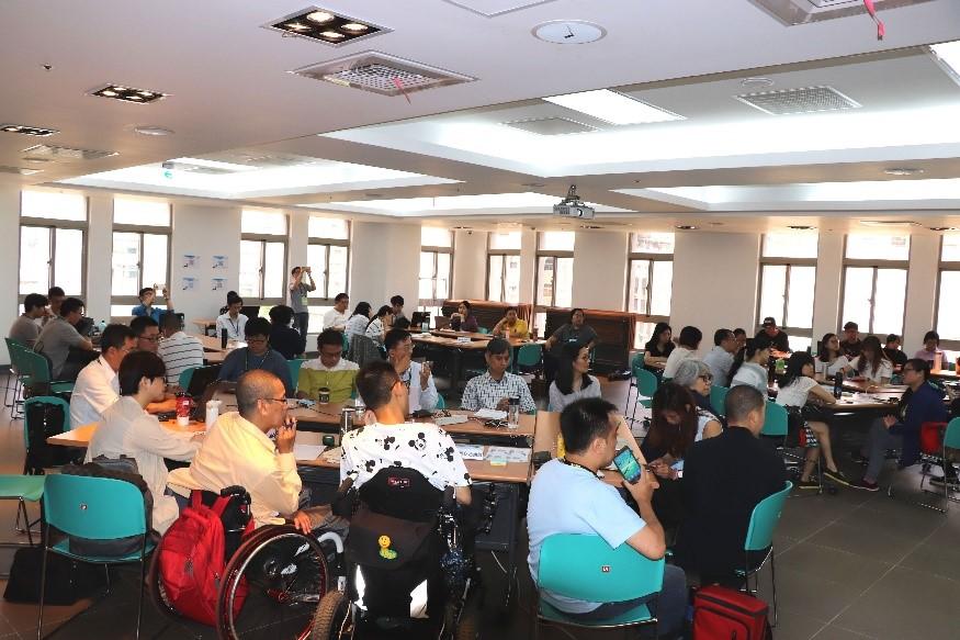 圖2:現場近40位人士一同討論無障礙、實物銀行及托嬰托育等3項社福議題。