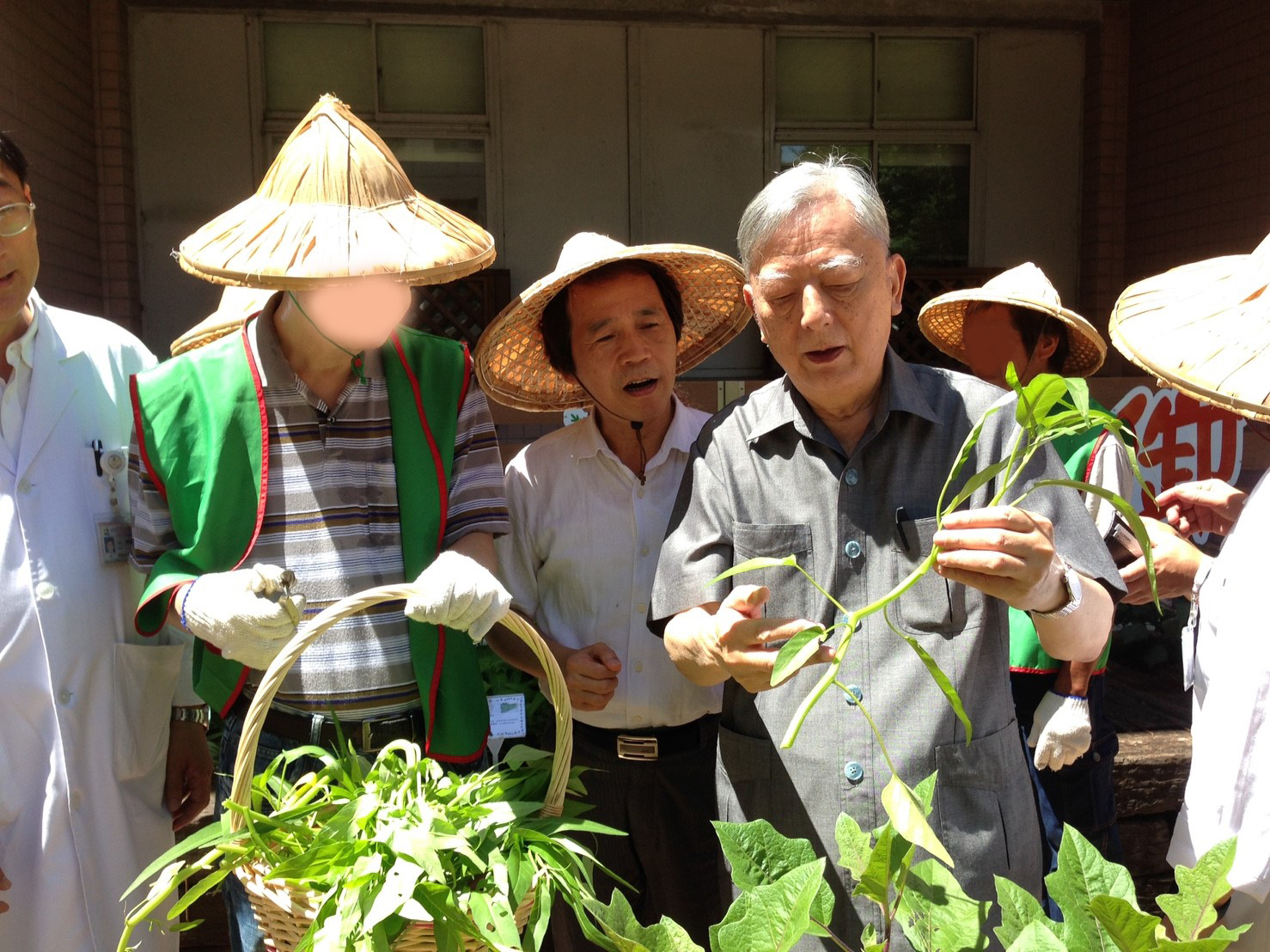 (圖13)林副市長訪視聯合醫院陽明院區田園基地