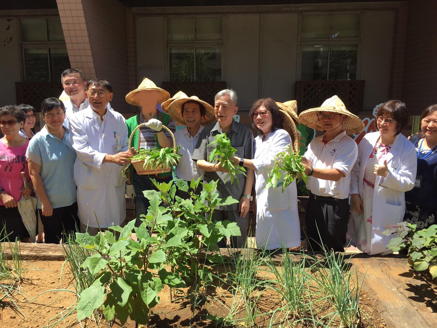 (圖15)林副市長訪視聯合醫院陽明院區田園基地