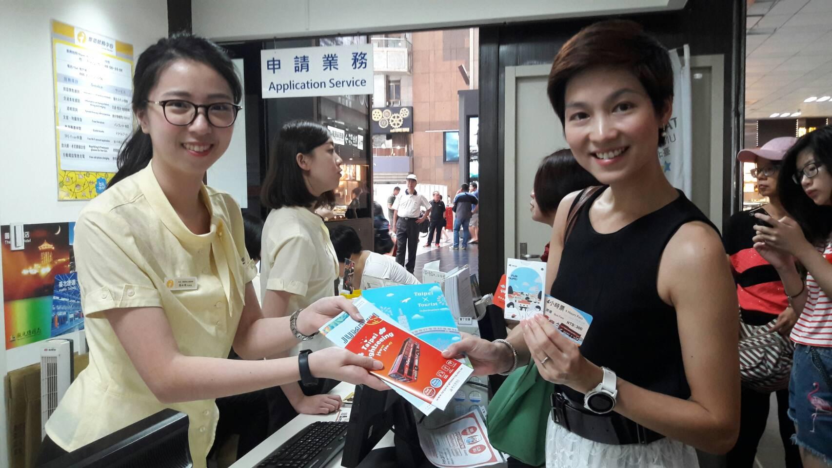 8月國際旅客可至指定旅服中心兌換觀巴4小時體驗券,從不同角度看台北