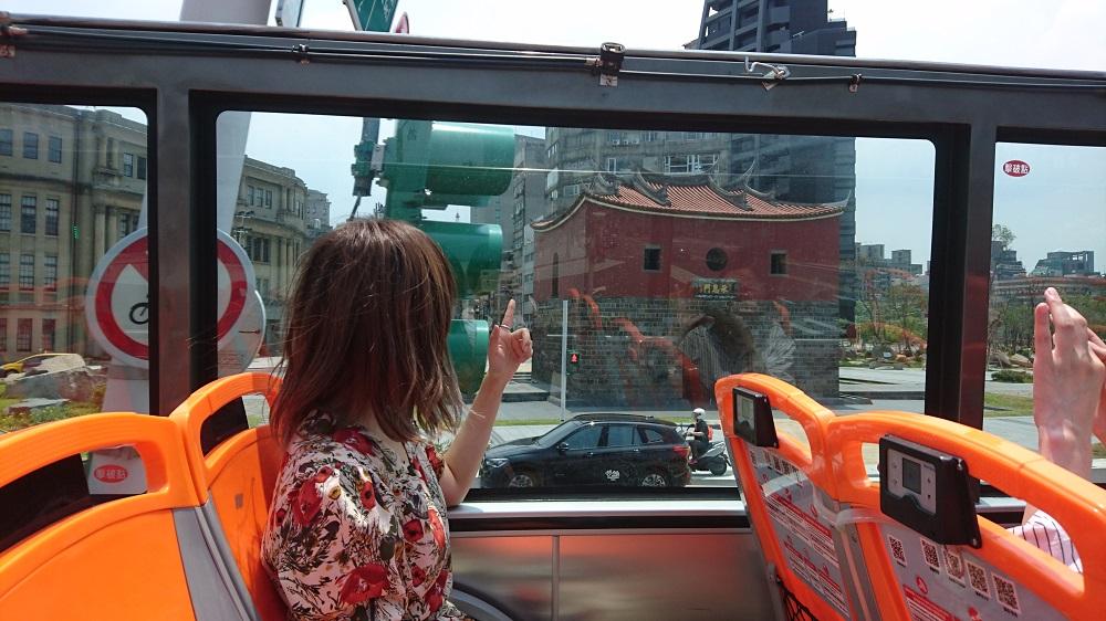 田中里奈表示搭乘臺北雙層觀光巴士能一次參觀許多人氣景點,很推薦給初次訪臺的遊客。