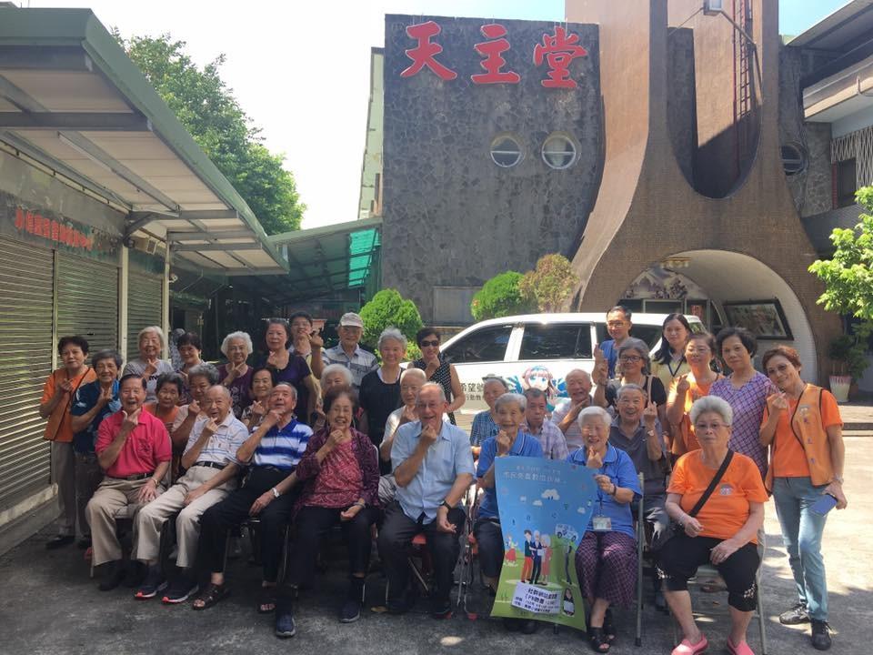 圖說:資訊局「數位希望號」行動教學車9月12日行駛至萬華小德蘭天主教堂。