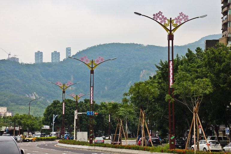 相片9-大業路櫻花路燈日間樣貌