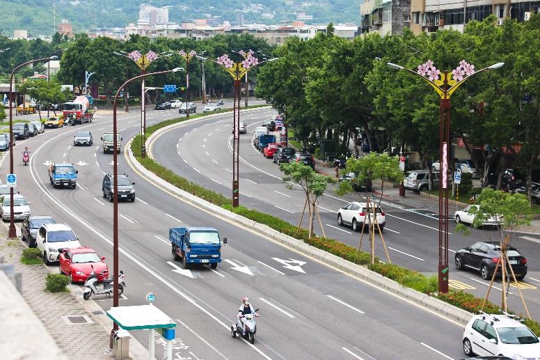 相片12-大業路櫻花路燈日間樣貌