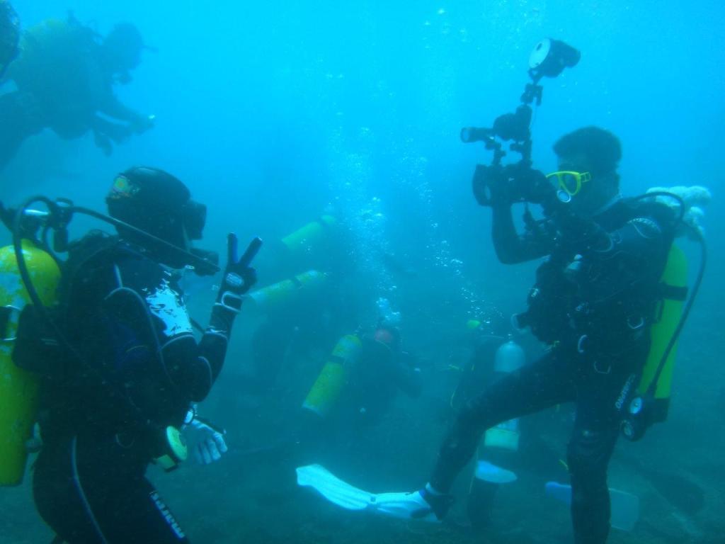 圖5. 澎湖海域海底潛水照三,葉先生帶團潛導澎湖南方四島海域。