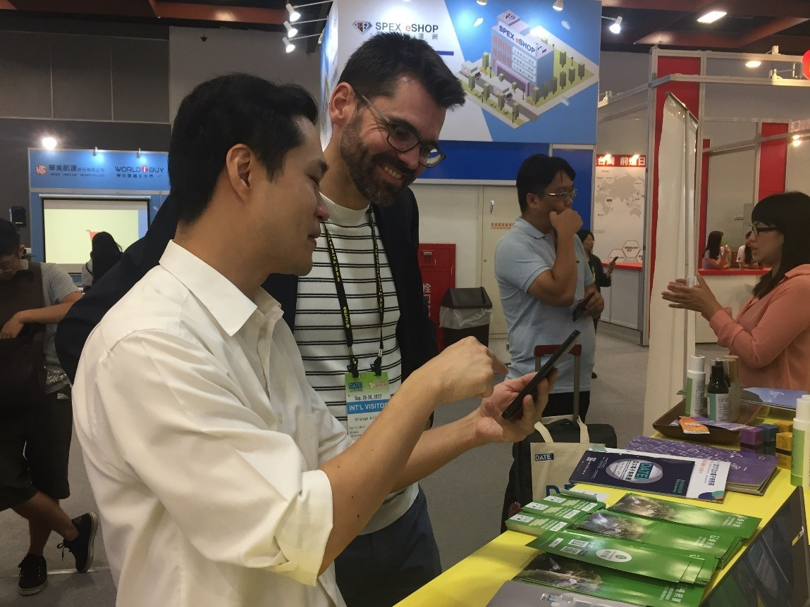 國外買家與優護平臺公司洽談交流