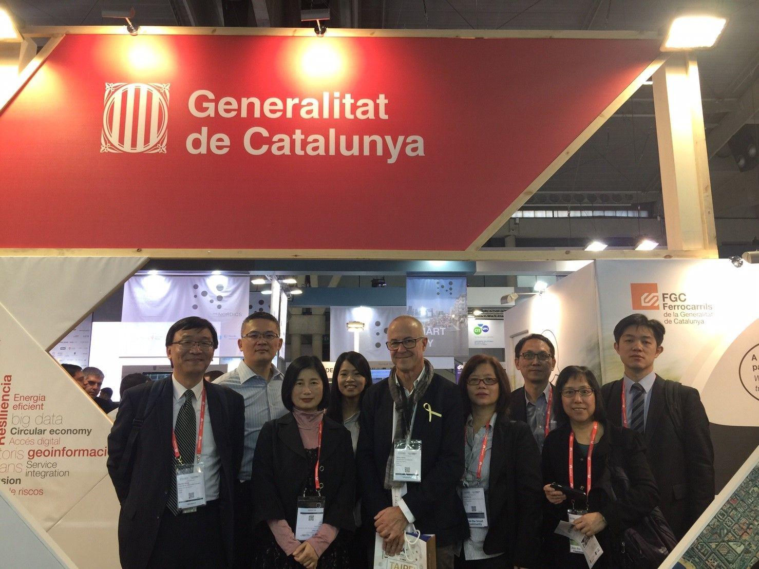 圖說:台北市政府資訊局陳慧敏主任秘書(前排左二)與台灣商務團,於盛會中與加泰隆尼亞團隊代表合影。
