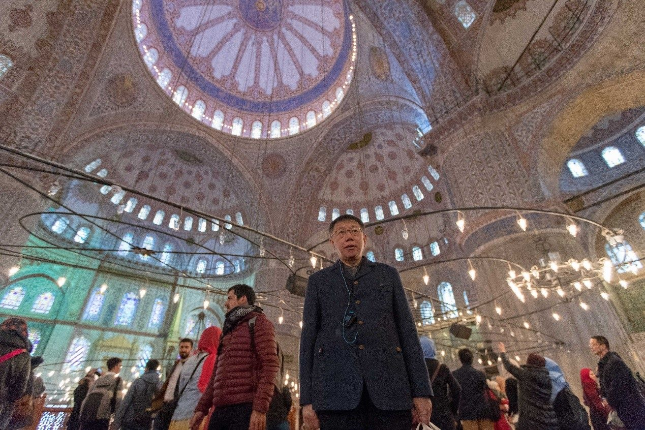 Mayor Arrives in Istanbul, Discusses Construction of New Mosque