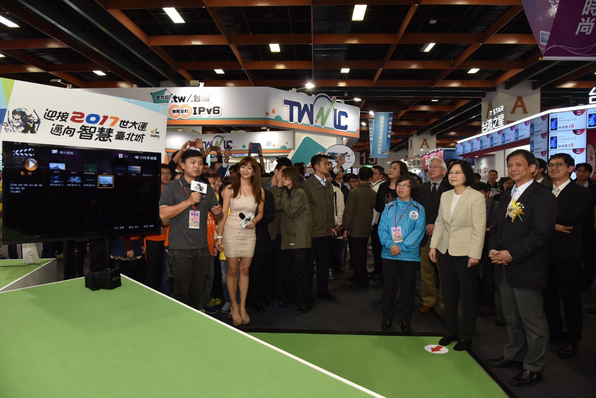 圖3:世大運發言人楊景棠向總統報告將臺北市打造運動智慧的城市
