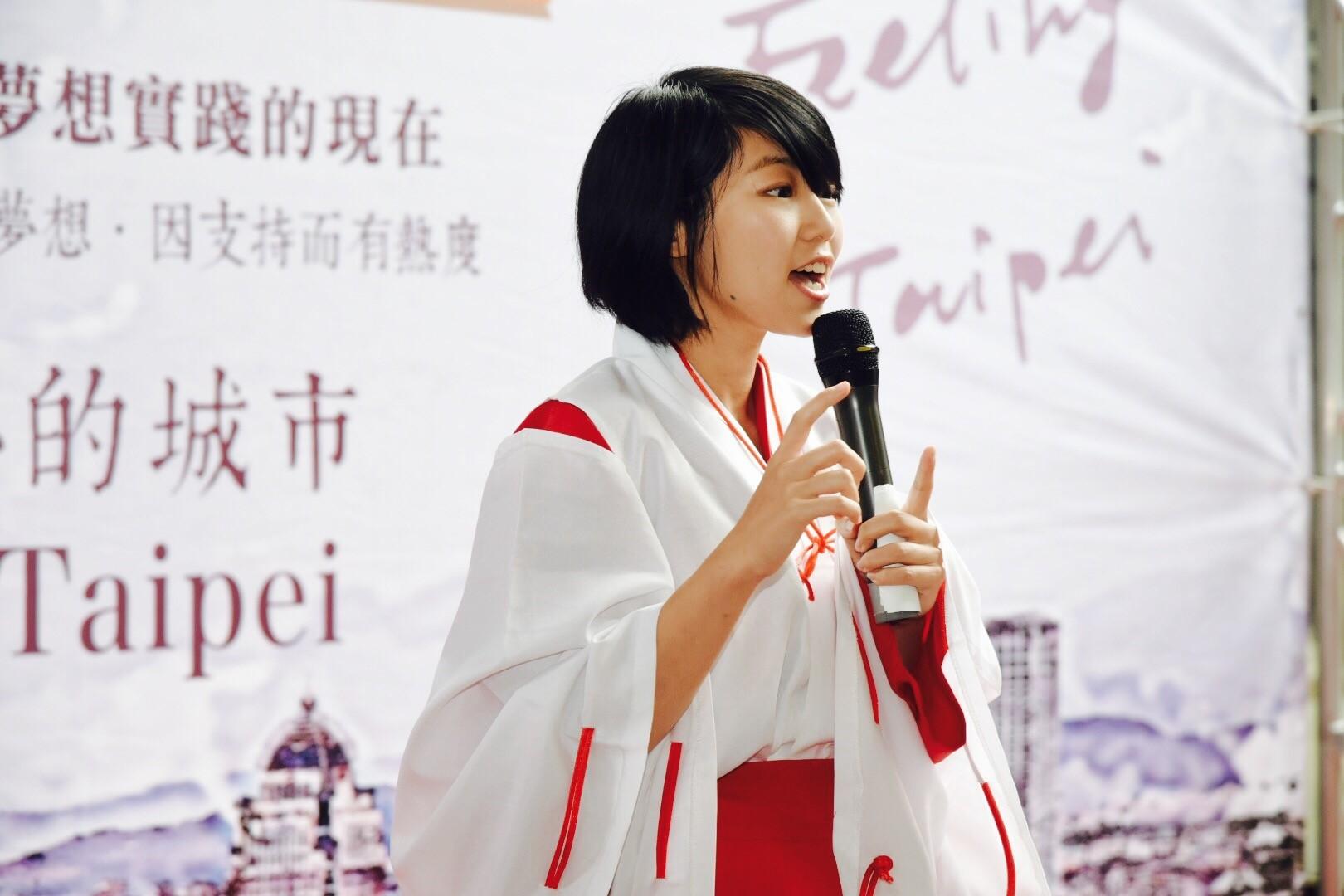 由政風人員角色扮演射箭手桔梗及羅賓漢,主持「有溫度的臺北」開幕式(1-2)