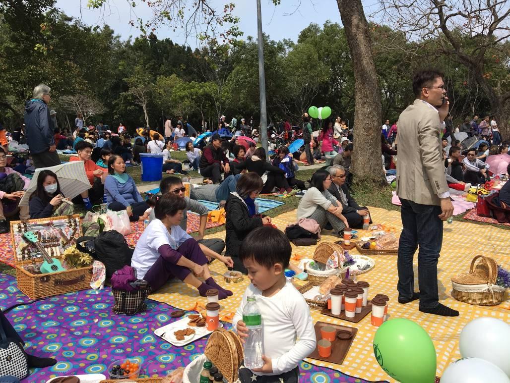 (圖6) 杜鵑花季音樂會親子交流,一起共享美食聽音樂