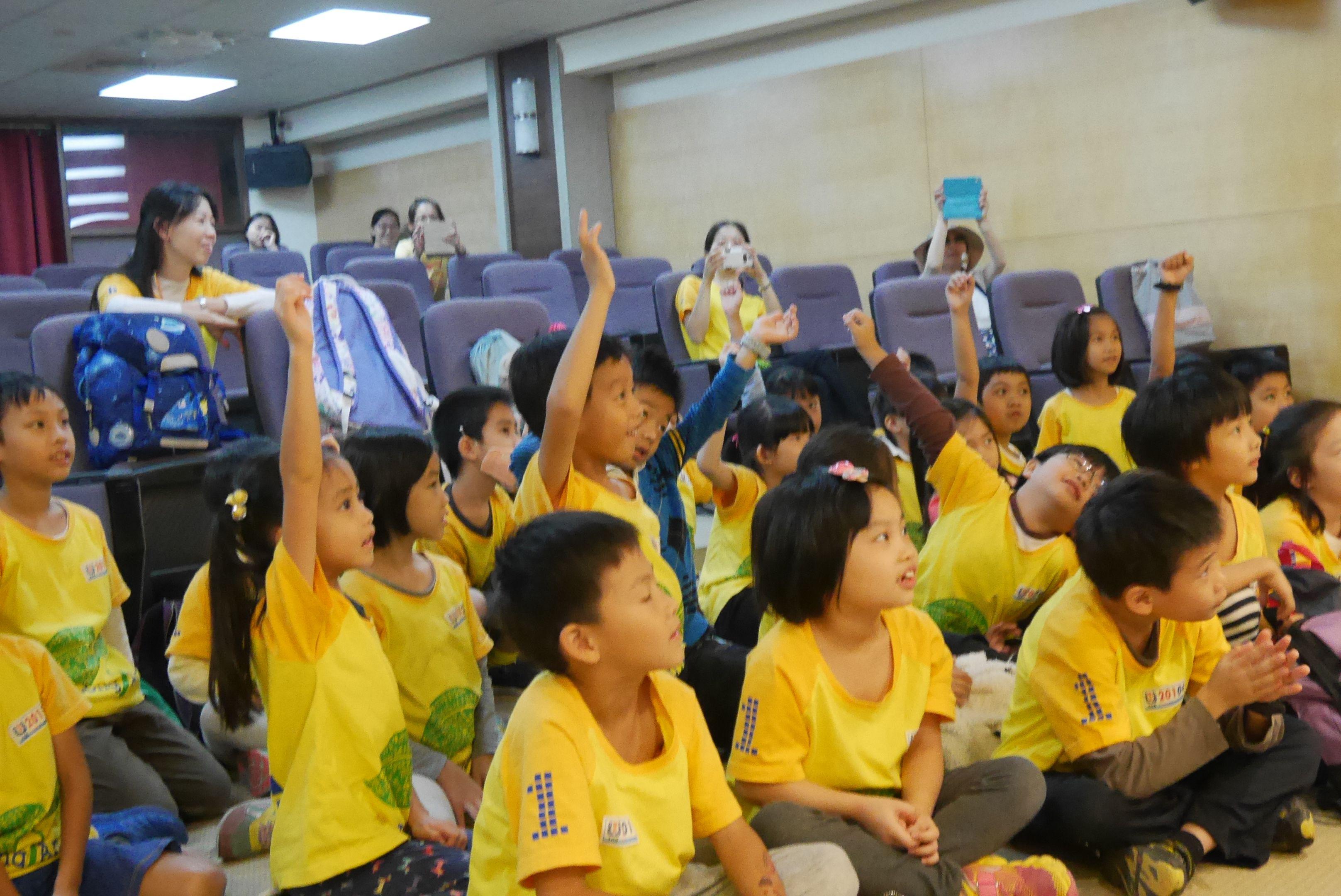 105年度環教中心活動花絮回顧水水小學堂之巴爾頓劇場