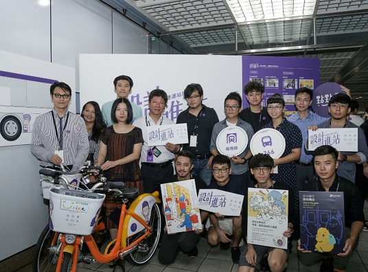 1.A group photo of DCA Commissioner Beatrice Pei-ni Hsieh, left 3 (front), with designers participating in the Design Station project.