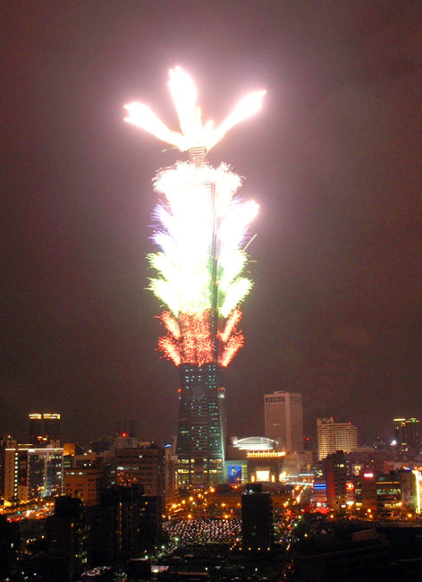 Taipei 101 discharges the smoke and fire