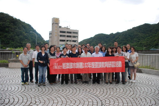 Water Resources Agency & Water Resources Planning Institute group photo at the top of the Feitsui dam
