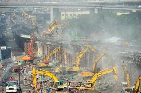 Photo of demolition of the Zhongxiao Bridge Ramp