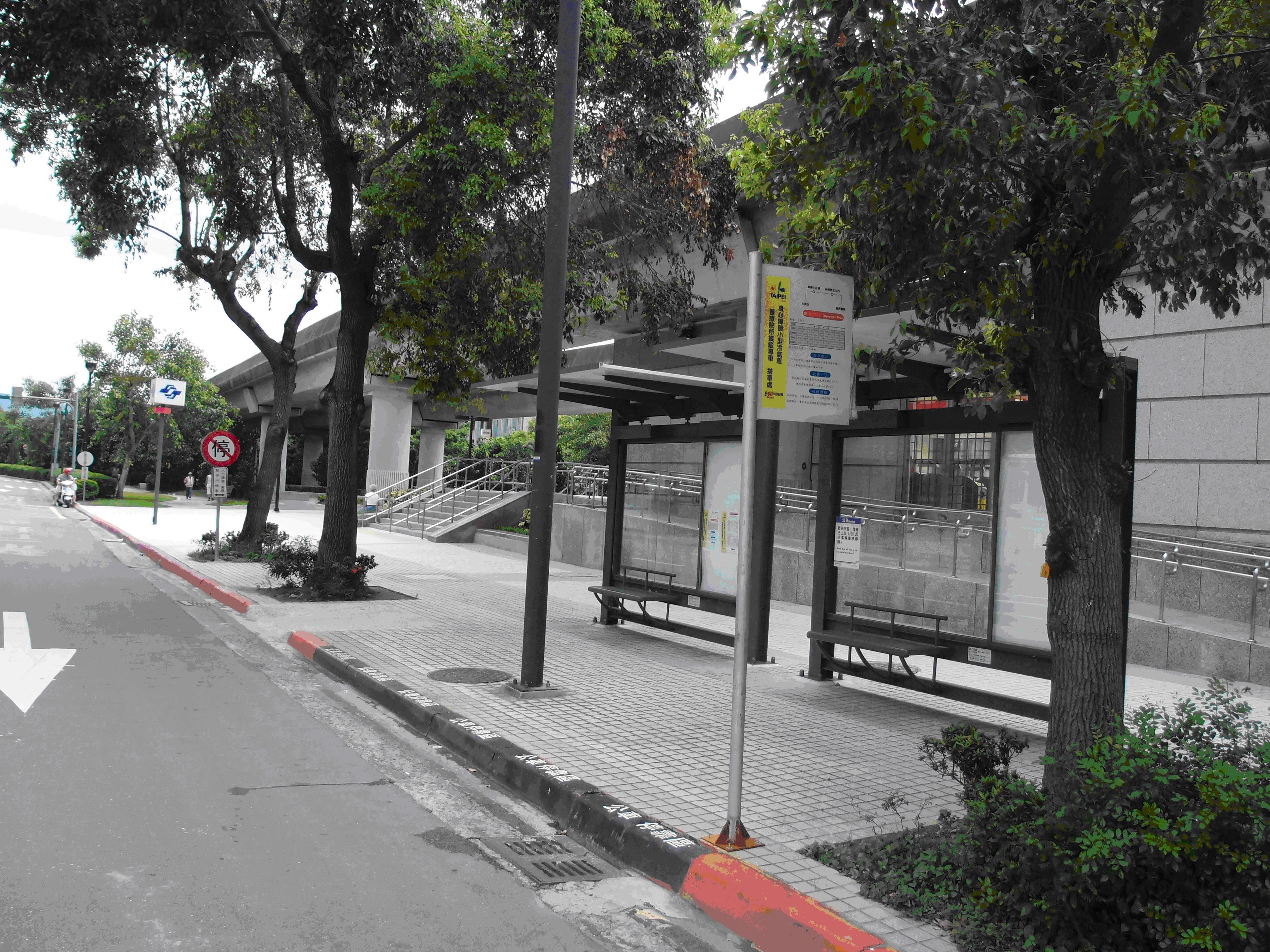 捷運石牌站2號出口1
