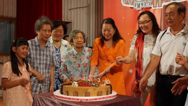 (另開視窗)臺慶切蛋糕19