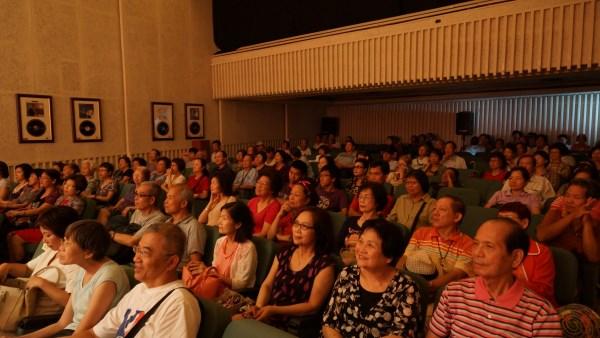 (另開視窗)臺慶台下觀眾2