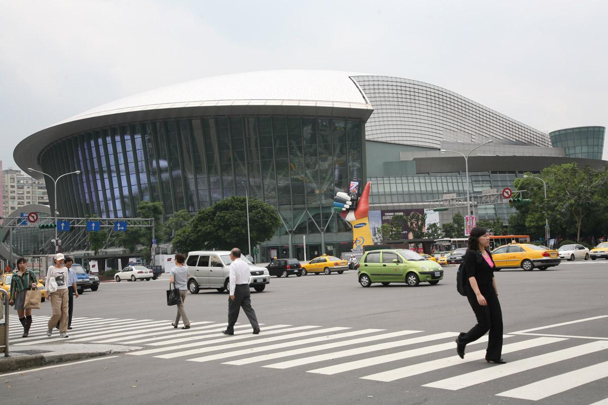 (另開視窗)台北小巨蛋左側