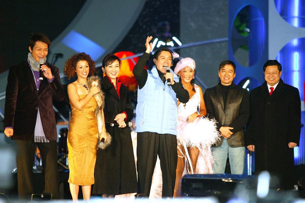 (另開視窗)2005跨年晚會,市長馬英九於舞台上發言