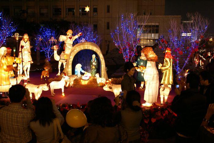 (另開視窗)2006聖誕節燈會人偶裝飾近拍