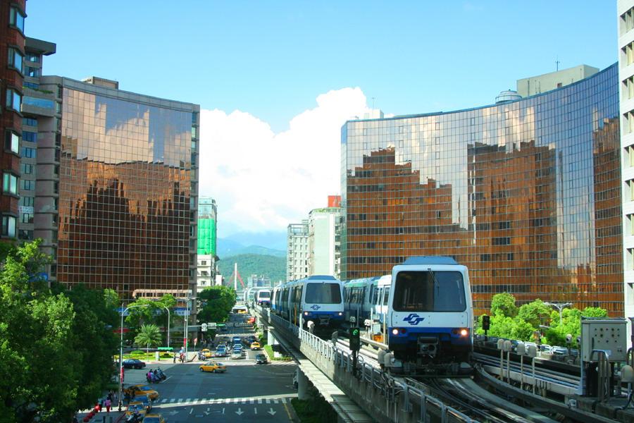 (另開視窗)佳作:李淑華-「中山國中捷運週邊景觀」