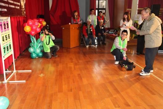 舞台區的服務-健康趣味比賽(長者組)