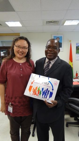 (另開視窗)布吉納法索駐華大使沙瓦多哥錄製賀詞3