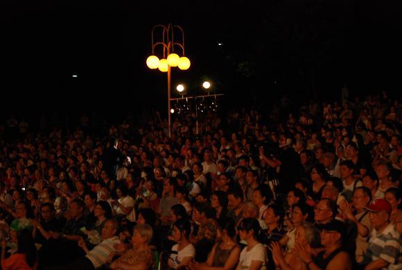 (另開視窗)演唱者與觀眾互動2
