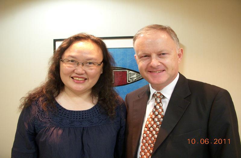 (另開視窗)紐西蘭駐華代表裴仕文先生與陳慈銘臺長合影