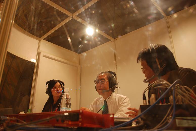 (另開視窗)花博總召集人丁錫鏞顧問於花博閉幕晚會在行動播音室接受訪問1