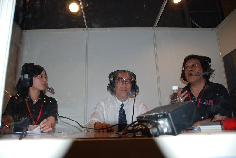 (另開視窗)花博總召集人丁錫鏞顧問於花博閉幕晚會在行動播音室接受訪問2