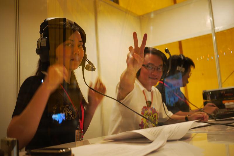 (另開視窗)邱文祥副市長於花博閉幕晚會在行動播音室接受訪問1