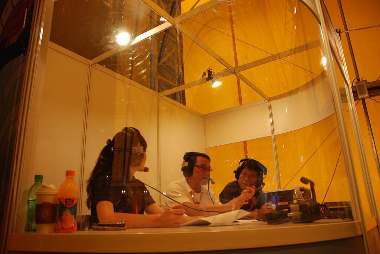 (另開視窗)邱文祥副市長於花博閉幕晚會在行動播音室接受訪問2