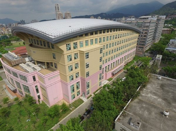 The panoramic photo of the University of Taipei – Shih-hsin Hall after its completion