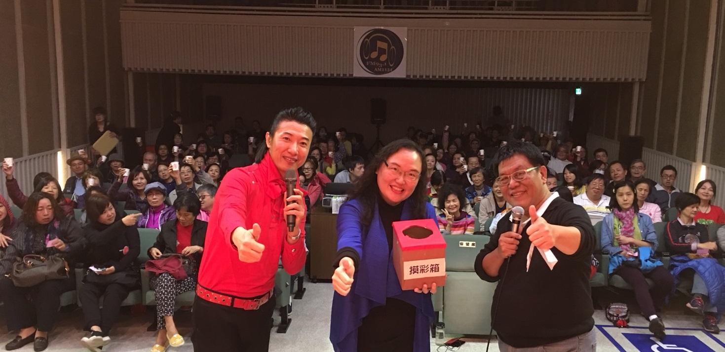 陳鴻(左)與聽友互動