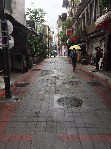 武昌街120巷施工前鋪面老舊情況