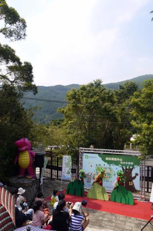 森林小劇場裡看看森林裡的樹木在想些甚麼?[開啟新連結]