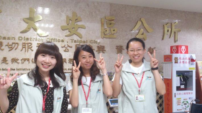 大安區公所8年級生力軍(照片左起)吳詩涵、戴妤及蕭嘉棋