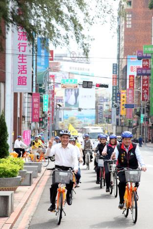 臺北市與新竹市市政交流-體驗騎乘公共自行車_高讚賢攝_巨城百貨[開啟新連結]