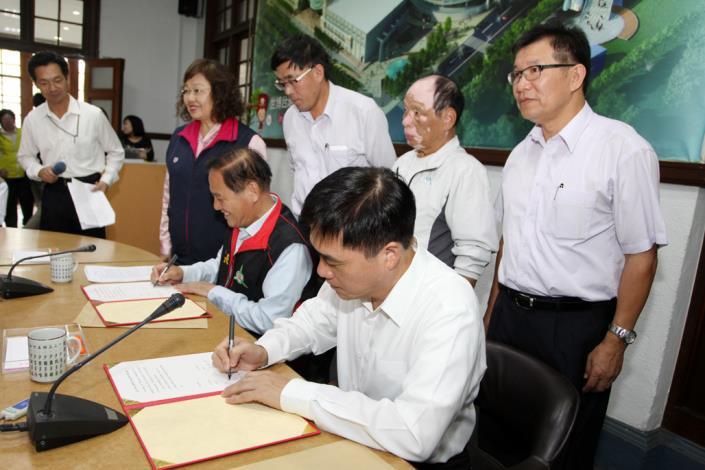 雙首長會議暨簽署合作意向書_高讚賢攝_新竹市政府2樓第一會議室[開啟新連結]