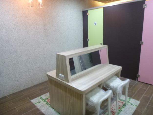 照片-舒適溫馨色彩繽紛的性別友善廁所-2