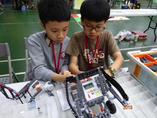 組裝機器人1