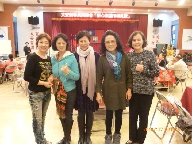 李小姐(左一)參加本所新心相連FB相見歡同學會