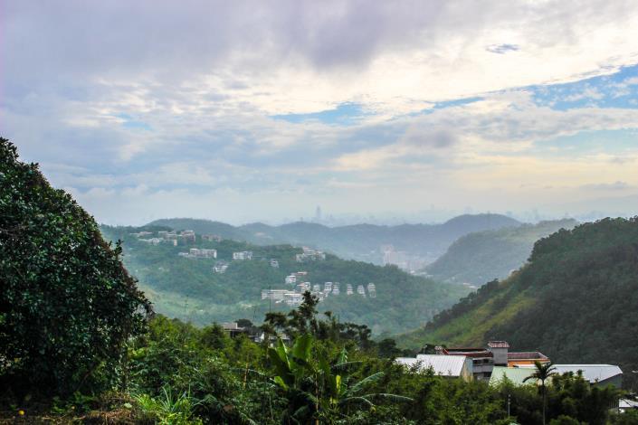 百年古圳觀景平臺遠挑的美景
